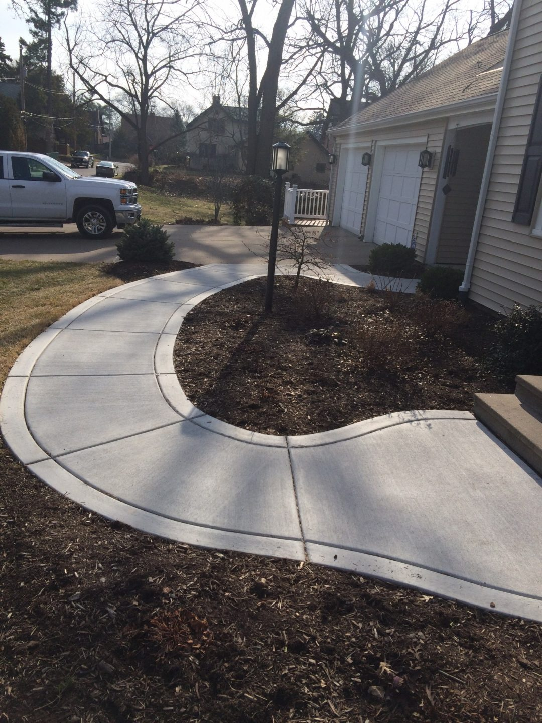 winding entry way sidewalk with a broomed border